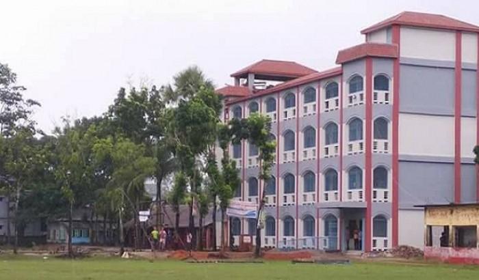 পটুয়াখালীতে কলেজ কর্মচারীকে ছাত্রলীগ নেতার মারধর