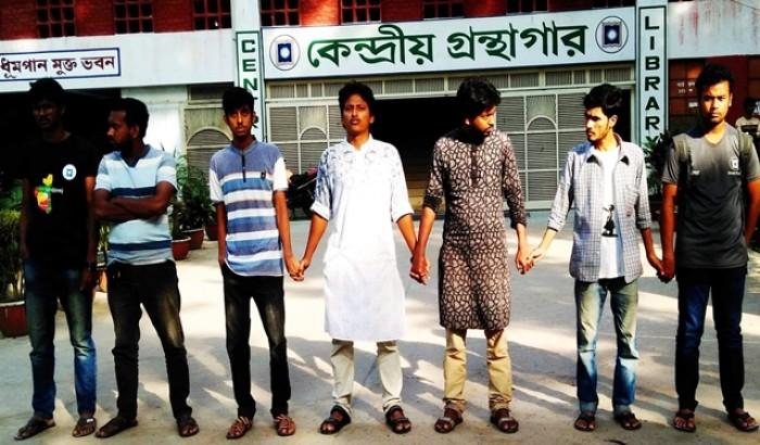 """""""শিক্ষকরা অন্যায়ের প্রতিবাদ না করে তামাশা দেখেন"""" রাবি শিক্ষার্থী"""
