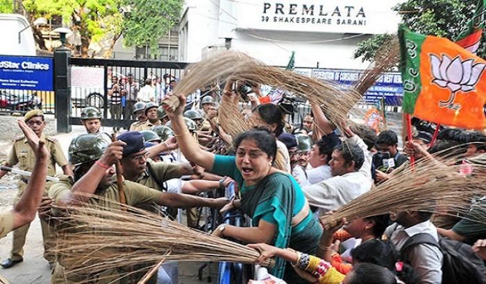 ভারতে বাড়িতে ঢুকে নারীদের শ্লীলতাহানি, গুলি