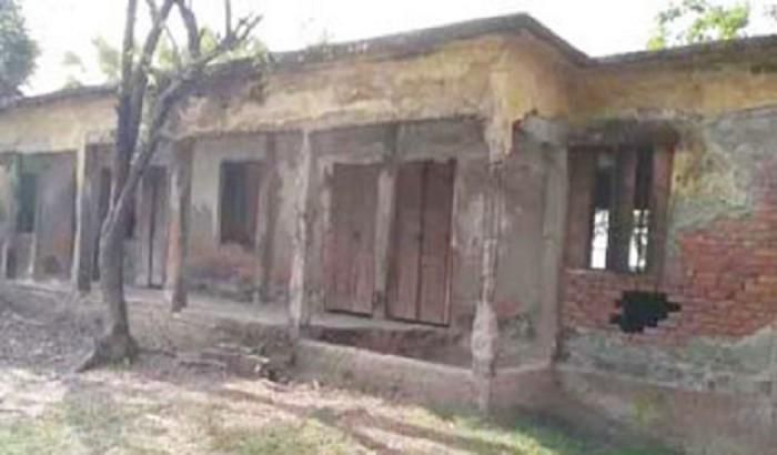 পটুয়াখালীতে ৫৪ টি ঝুঁকিপূর্ণ ভবন, আতঙ্কে শিক্ষক ও কোমলমতি শিক্ষার্থীরা