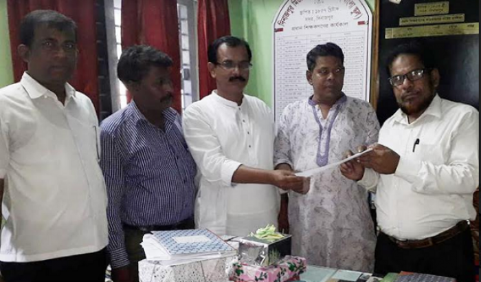 দিনাজপুর মিউনিসিপ্যাল হাই স্কুলের প্রধান শিক্ষকের বিদায় সংবর্ধনা