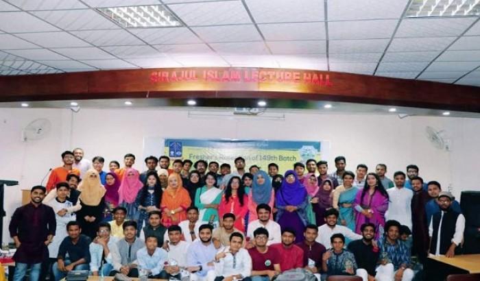 ঢাবিতে চট্টগ্রাম কলেজের নবীন বরণ ও সাংস্কৃতিক অনুষ্ঠান