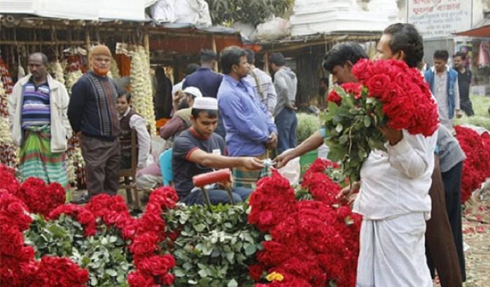 ফাল্গুন-ভালোবাসা দিবস: সুবিধা করতে পাচ্ছে না ফুল ব্যবসয়ীরা