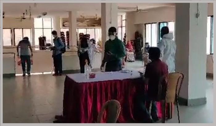 করোনা: সাংবাদিকদের নমুনা সংগ্রহে বুথ চালু