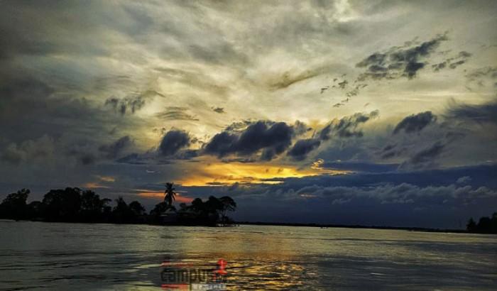 র্নীলে নিলিমায় আড্ডা: ছবি: বাঁধন চক্রবর্তি