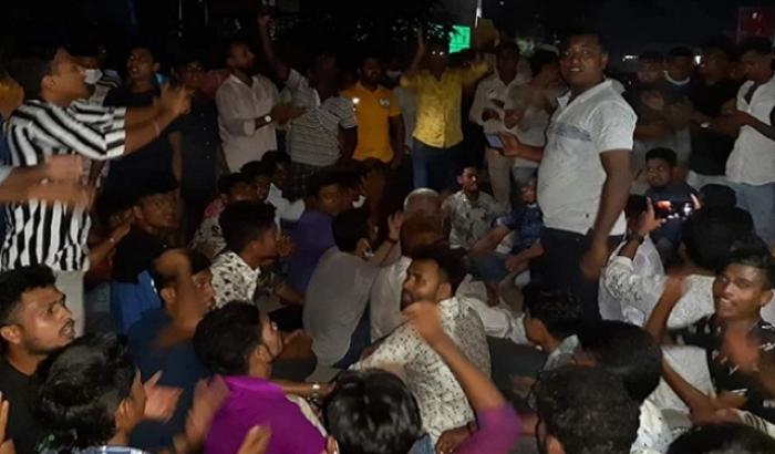 স্পট টঙ্গী: পদ বঞ্চিত আ.লীগ কর্মীদের মহাসড়ক অবরোধ