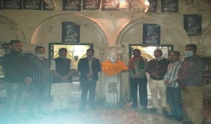 মধুদা'র ভাস্কর্য ভাঙ্গার সাথে জড়িতদের গ্রেফতার দাবি
