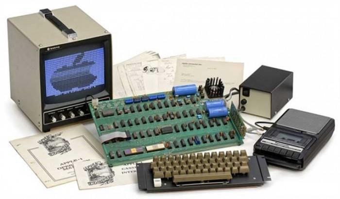 বিক্রি হবে স্টিভ জবসের হাতে তৈরি কম্পিউটার