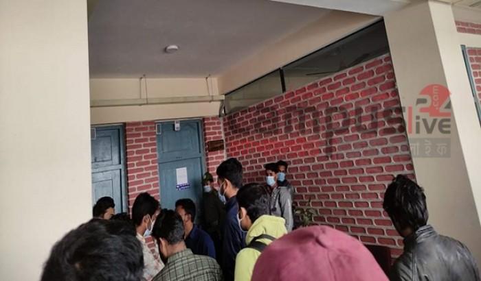 হাবিপ্রবিতে পরীক্ষার দাবিতে শিক্ষার্থীদের অবস্থান