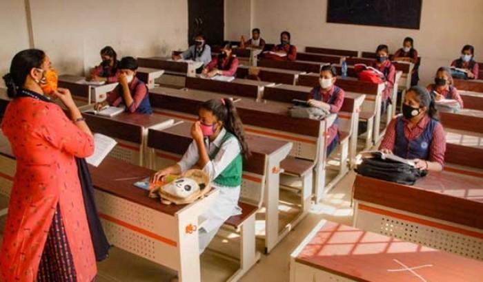 ১০ মাস পরে দিল্লির স্কুলে শিক্ষার্থীরা