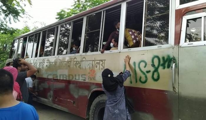 শিক্ষার্থীদের নিজ বিভাগীয় শহরে পৌঁছে দিচ্ছে জাককানইবি কর্তৃপক্ষ