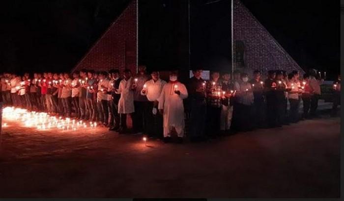 হাবিপ্রবিতে গণহত্যা দিবসে মোমবাতি প্রজ্জ্বলন
