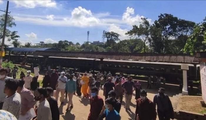দেড় বছর পর ক্যাম্পাসে চবির শাটল ট্রেন, শিক্ষার্থীদের উচ্ছাসা