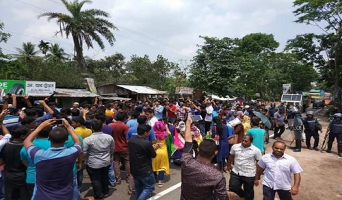 পবিপ্রবিতে ক্লাস বর্জন, ঢাকা-বরিশাল মহাসড়ক অবরোধ