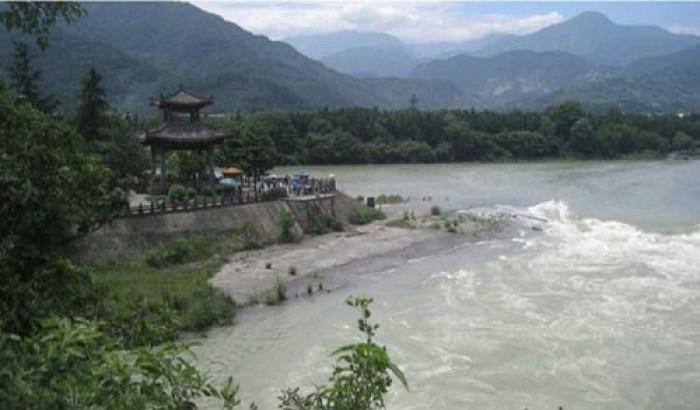 'ব্রহ্মপুত্র নদীতে বাঁধ নির্মাণের চেষ্টা'