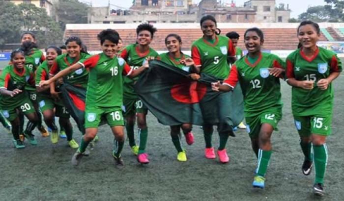 নারী ফুটবল দল যাচ্ছে হংকং