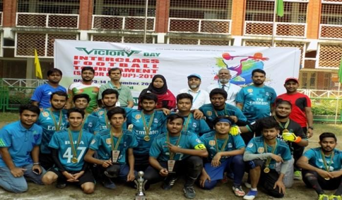 বিজয় দিবস উপলক্ষে মানারাত কলেজে ফুটবল প্রতিযোগিতা