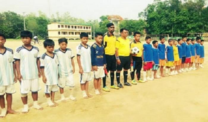 ক্ষুদে শিক্ষার্থীদের ফুটবল টুর্নামেন্ট