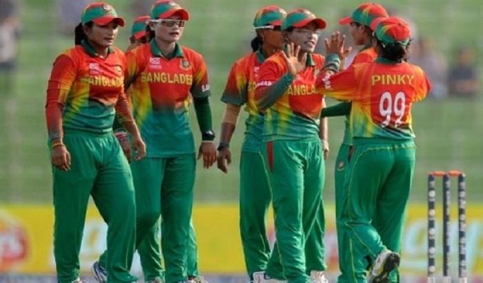 ২ কোটি টাকা পুরস্কার পেলো নারী ক্রিকেট দল